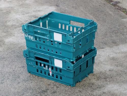 Half size Stack & nest supermarket bail arm tray.